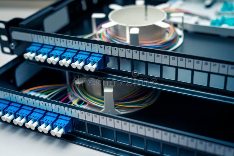 Fibra - pannello componenti elettrici ottico della toppa immagini stock