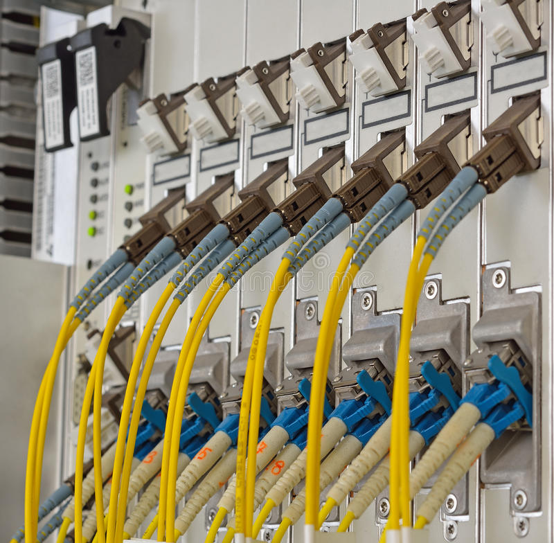 Fibre ottiche con i connettori di SC/LC fotografia stock