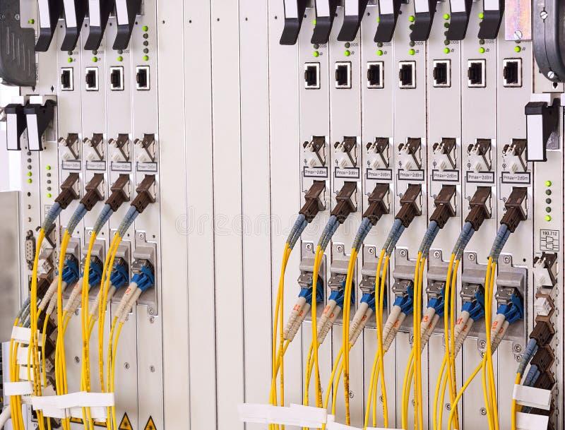 Fibre ottiche con i connettori di SC/LC Fornitore di servizi Internet immagini stock