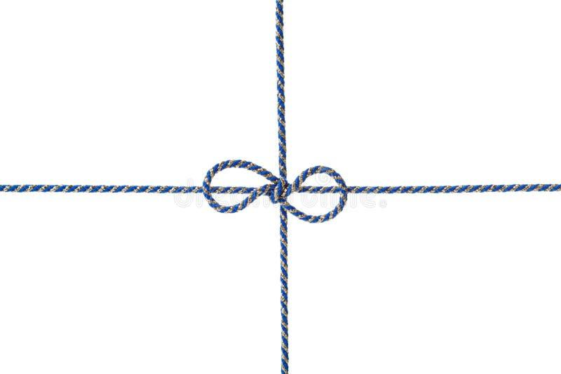Ficelle ou ficelle bleue attachée dans un arc d'isolement sur le fond blanc photos stock