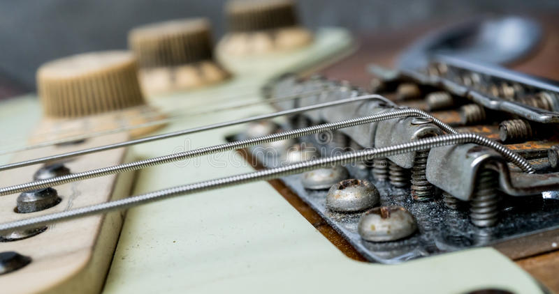 Ficelles et pont de guitare électrique de vintage photo libre de droits
