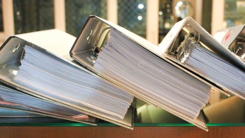 Ficheros del arco que contienen las paginaciones de documentos fotos de archivo