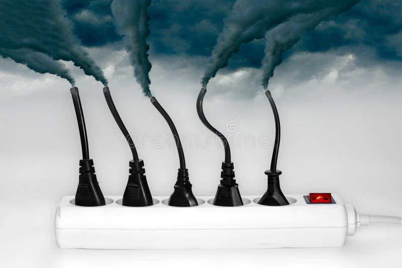 Fiches éjectant la fumée - concept de pollution images stock