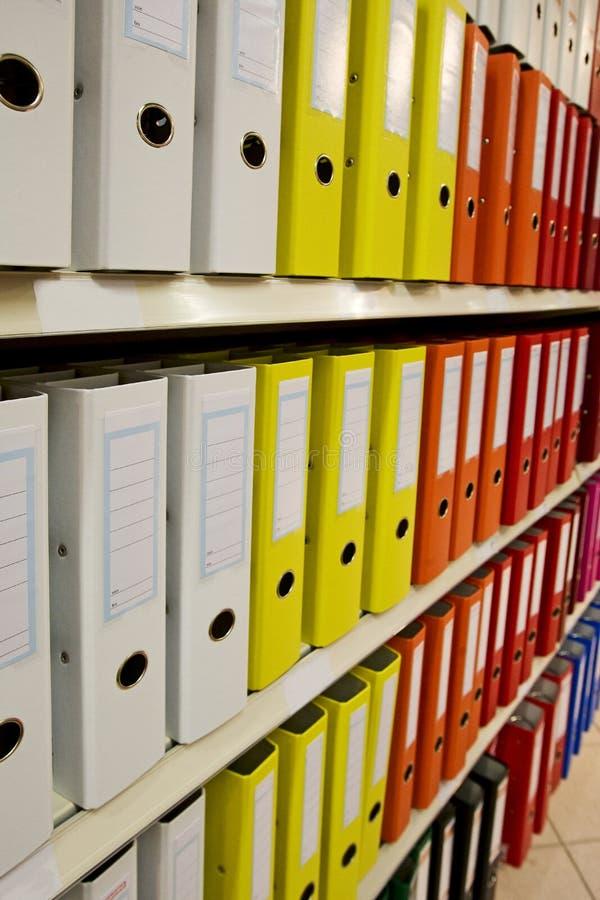 Fichier debout pour l'organisation photos stock