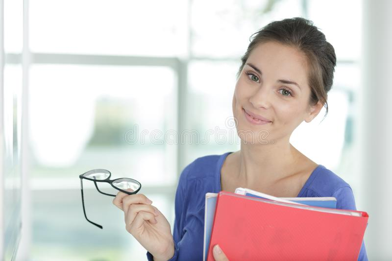 Fichiers de recopie et lunettes de secr?taire de portrait photos stock