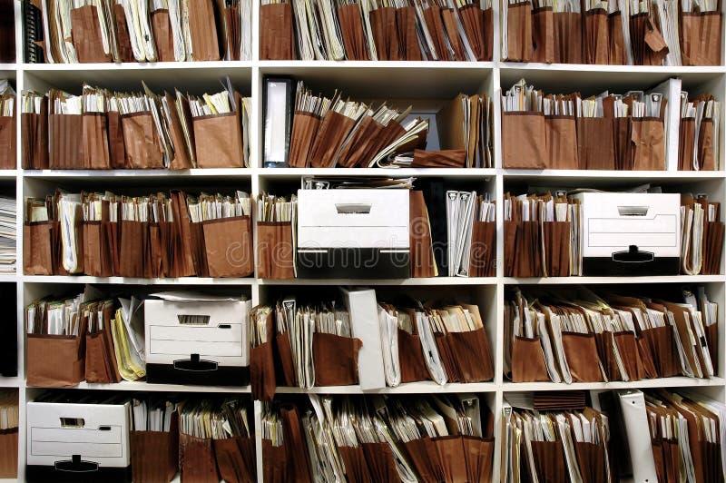 Fichiers sur l'étagère photographie stock libre de droits