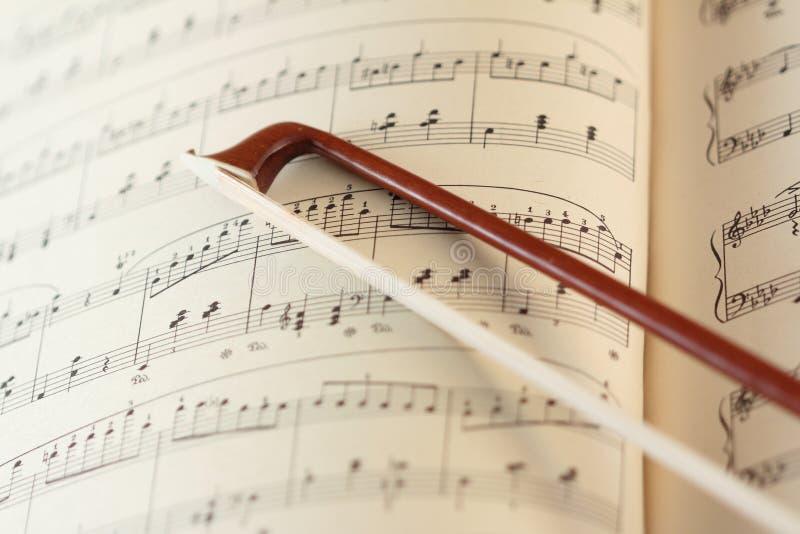 Fiddlestick y la hoja de música imagenes de archivo