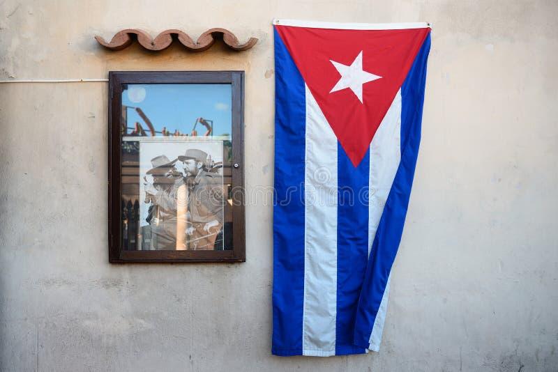 Fidel Castro, Che Guevara och kubansk flagga fotografering för bildbyråer