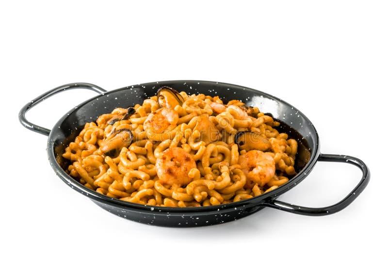 Fideua espanhol tradicional Paella do macarronete isolado imagens de stock