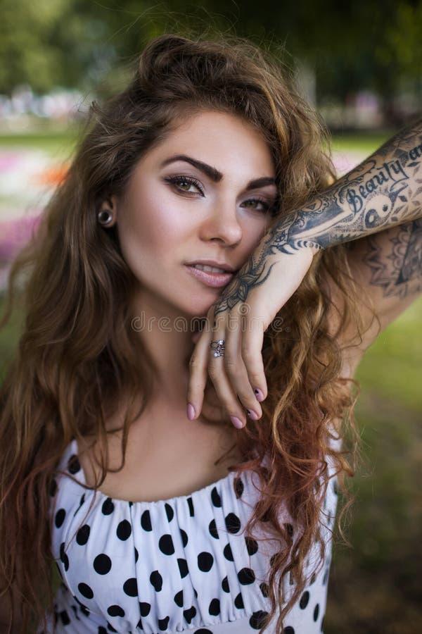 Fiducia nella vita Primo piano femminile moderno di bellezza fotografia stock libera da diritti
