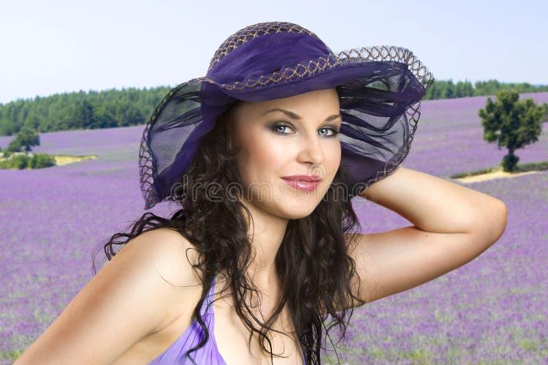 field лаванда девушки стоковое изображение rf
