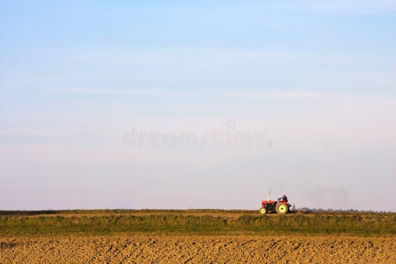 field трактор стоковые изображения rf
