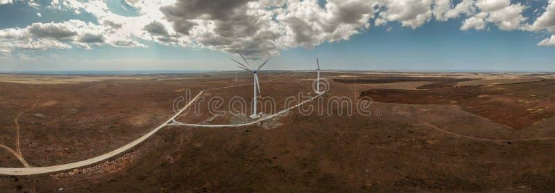 field turbines wind yellow Grön energi av världen fotografering för bildbyråer