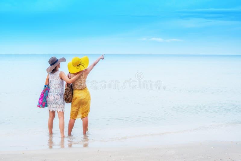 Fiert? et le LGBTQ+ sur la plage d'?t? images libres de droits