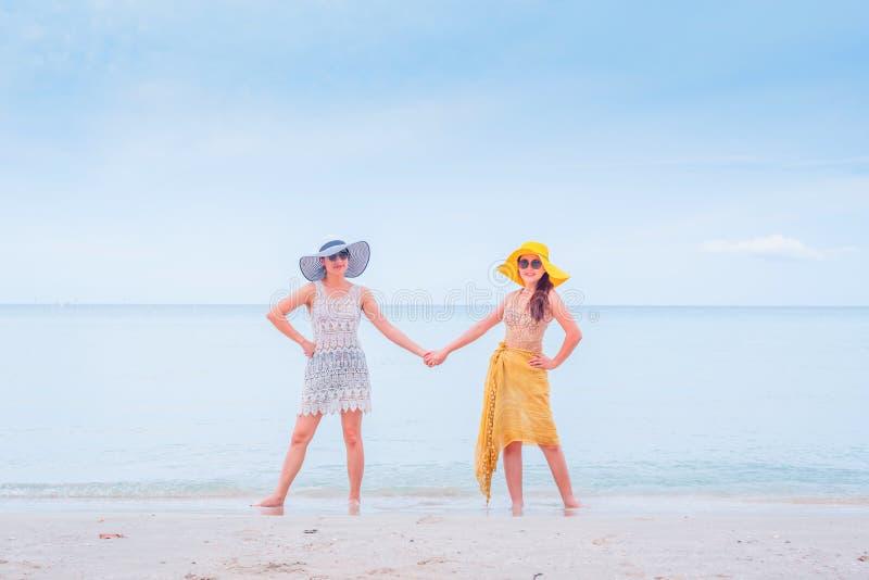 Fiert? et le LGBTQ+ sur la plage d'?t? photos stock