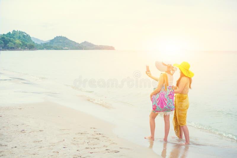 Fiert? et le LGBTQ+ sur la plage d'?t? photos libres de droits