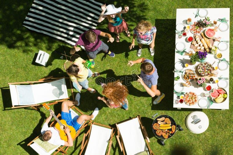 Fiesta de jardín casual foto de archivo libre de regalías