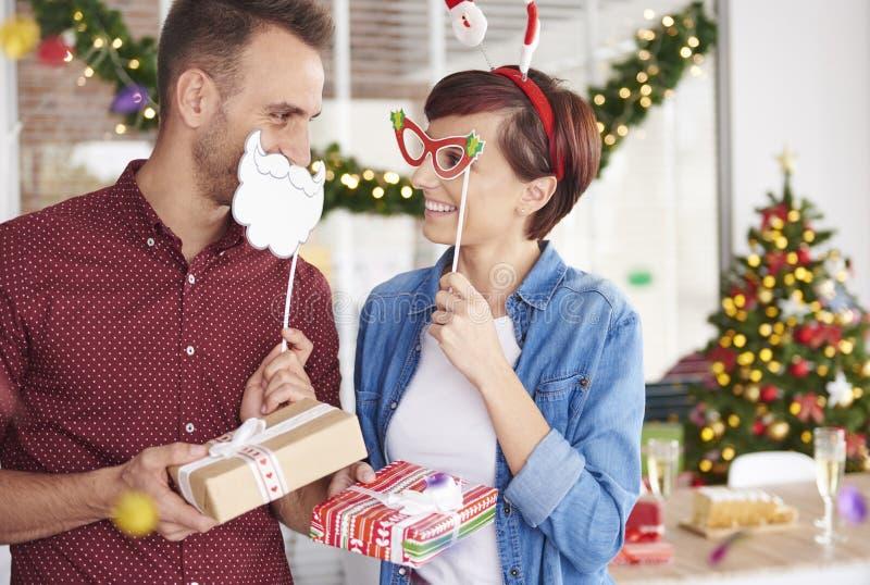 Fiesta de Navidad en la oficina imagenes de archivo