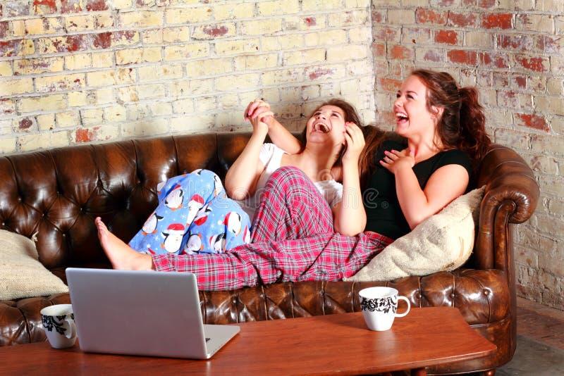 Fiesta de pijamas típica de BFF imagen de archivo libre de regalías