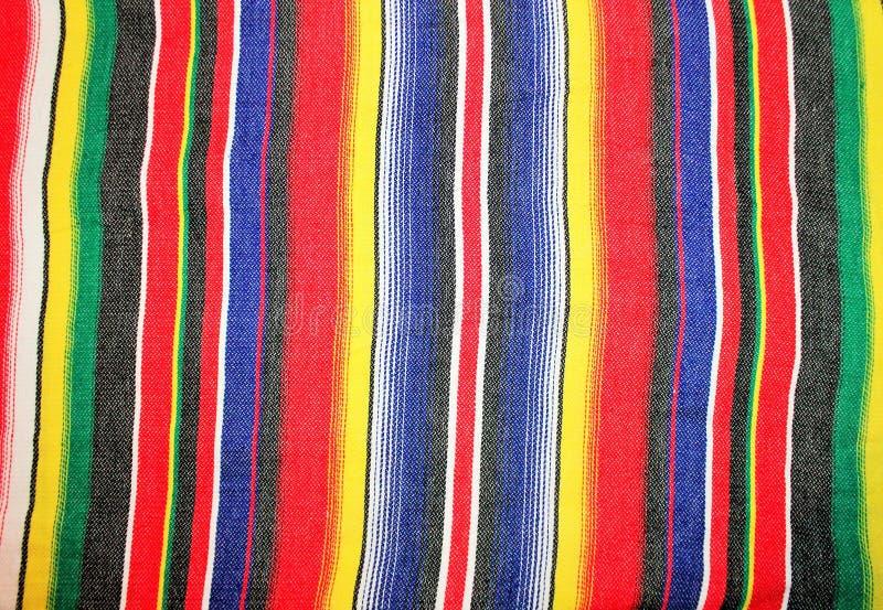 Fiesta för poncho för filt för Mexico traditionell cincode mayo med band arkivbilder