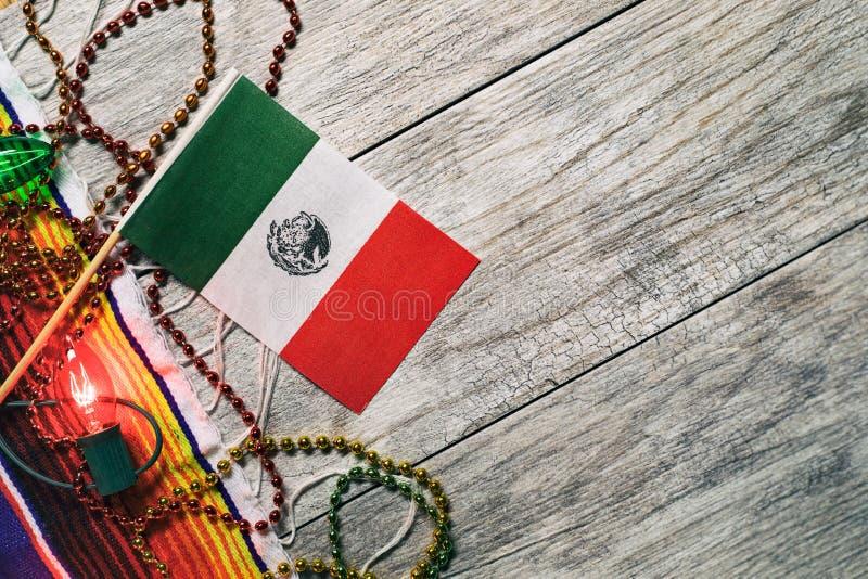 Fiesta: Mexicaanse Vlag met Decoratie voor Cinco Party royalty-vrije stock foto