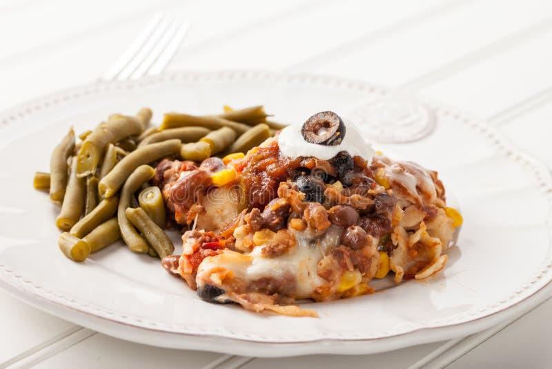Fiesta Piec Meksykańskiego Lasagna bocznego widok obraz stock
