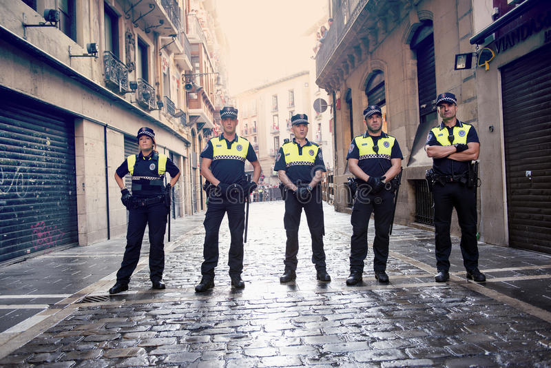 Fiestapolizei Pamplonas Navarra Spanien am 12. Juli 2015 S Firmino stoppt lizenzfreie stockfotografie