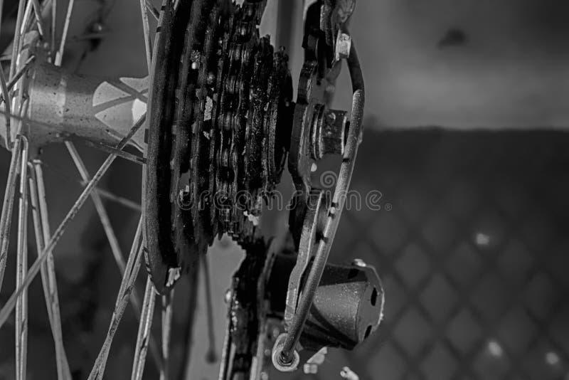 Fiets achterwiel met detail van het toestelsysteem stock foto