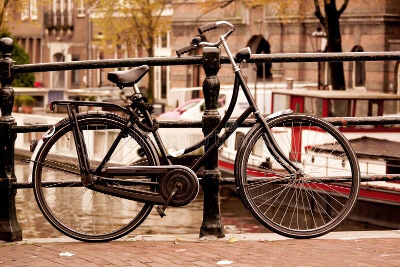 Fiets in Amsterdam stock afbeelding