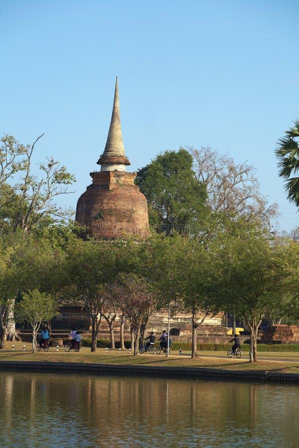 Fiets vijf en oude pagode royalty-vrije stock fotografie