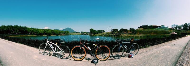 fietsen in panorama royalty-vrije stock afbeelding