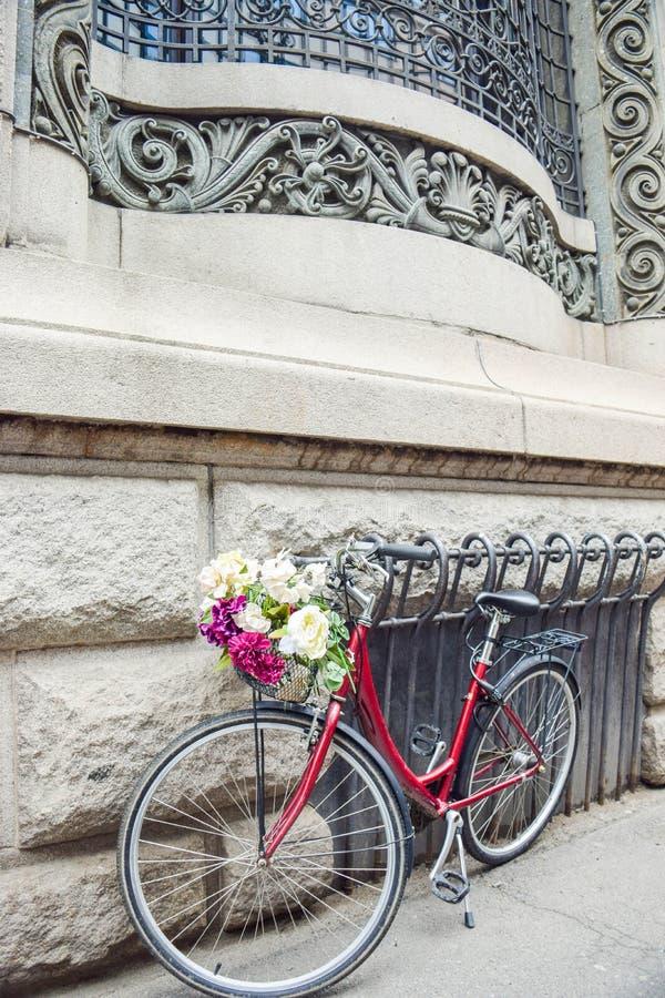 Fietsen, versierd met bloemen stock foto's