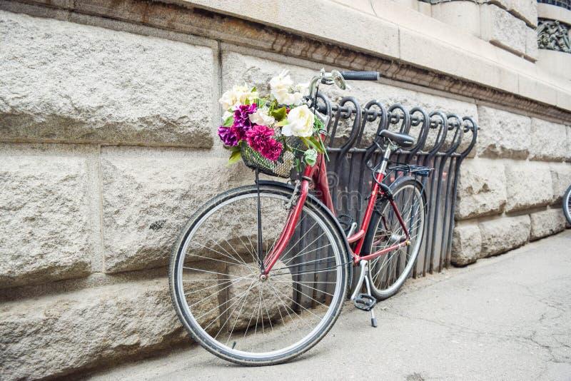 Fietsen, versierd met bloemen stock afbeelding