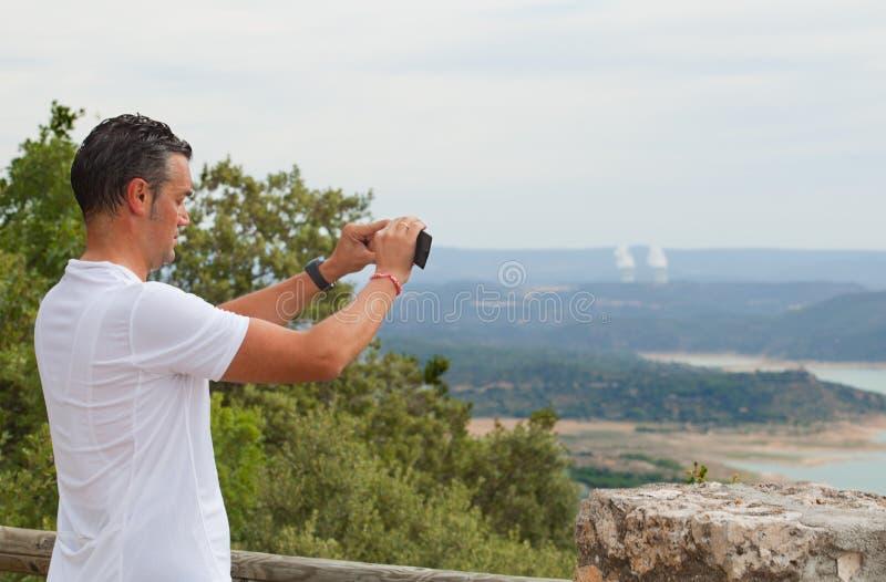 Fietser die beelden nemen stock afbeeldingen