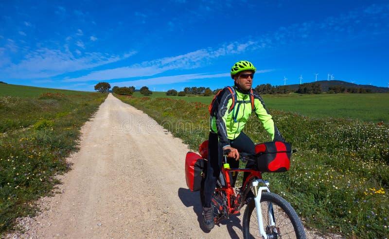 Fietser door Camino DE Santiago in fiets royalty-vrije stock afbeeldingen