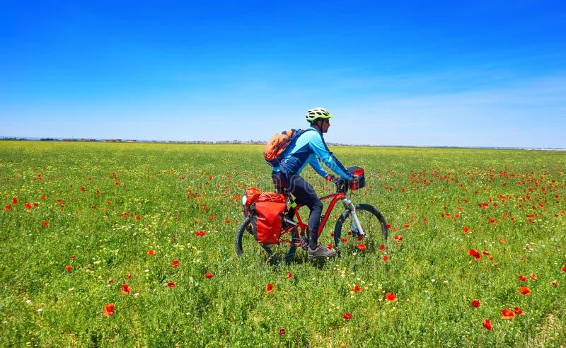 Fietser door Camino DE Santiago in fiets royalty-vrije stock foto