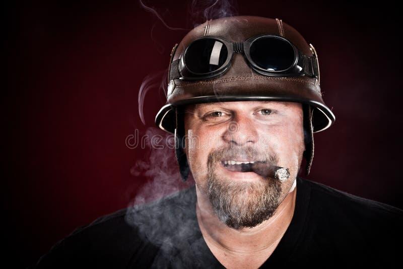 Fietser in een helm stock foto