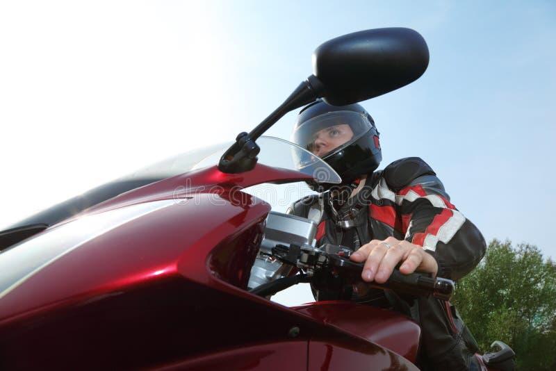 Fietser op fiets, bodemmening stock foto