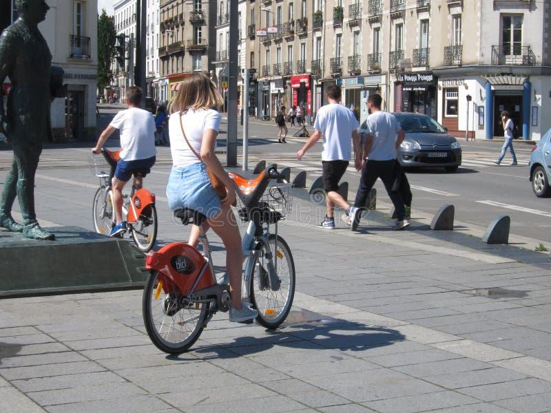 Fietsers in Nantes stock afbeelding