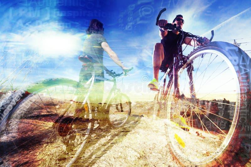 Fietslevensstijl en avonturen De achtergrond van de sport royalty-vrije stock afbeeldingen