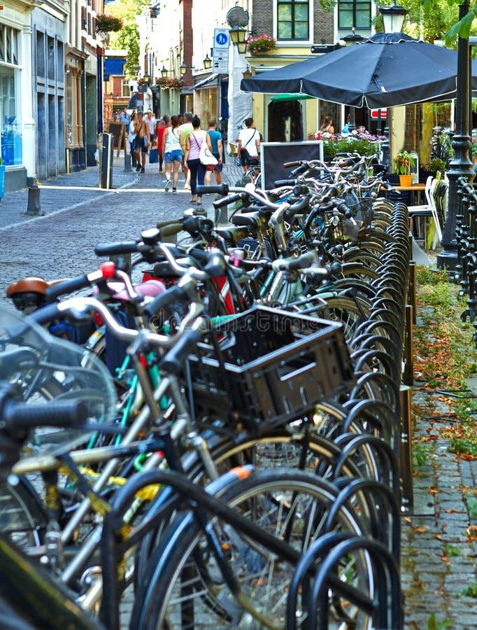 Fietsparkeren Utrecht Holland July royalty-vrije stock foto