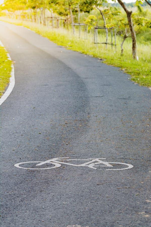 Fietsteken de punten van de asfaltweg stock afbeelding