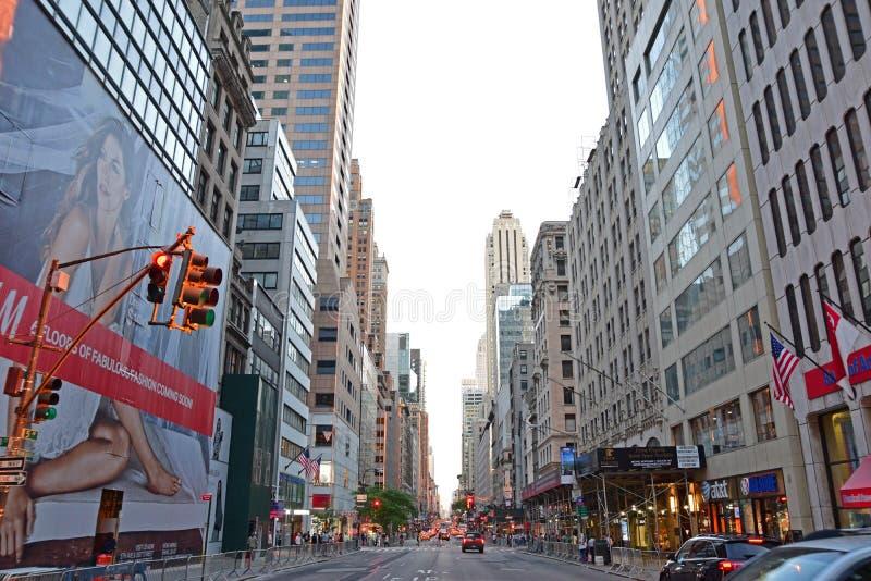 Fifth Avenue New York City zwischen 48. und 47. Straße stockfotografie