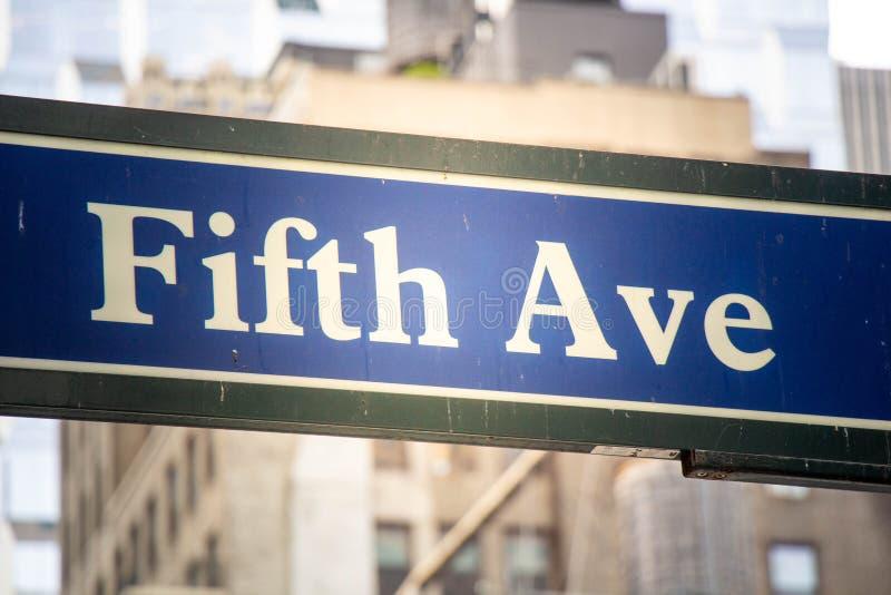 Fifth Avenue szyldowy inNew Jork obraz stock