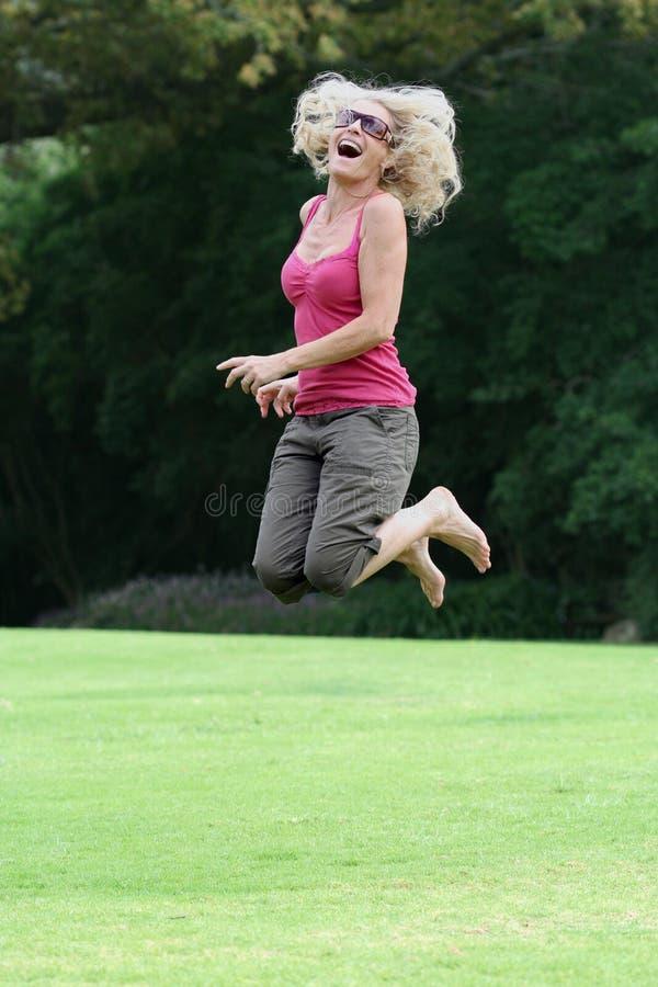 fifties happy joy jumping lady στοκ φωτογραφία με δικαίωμα ελεύθερης χρήσης