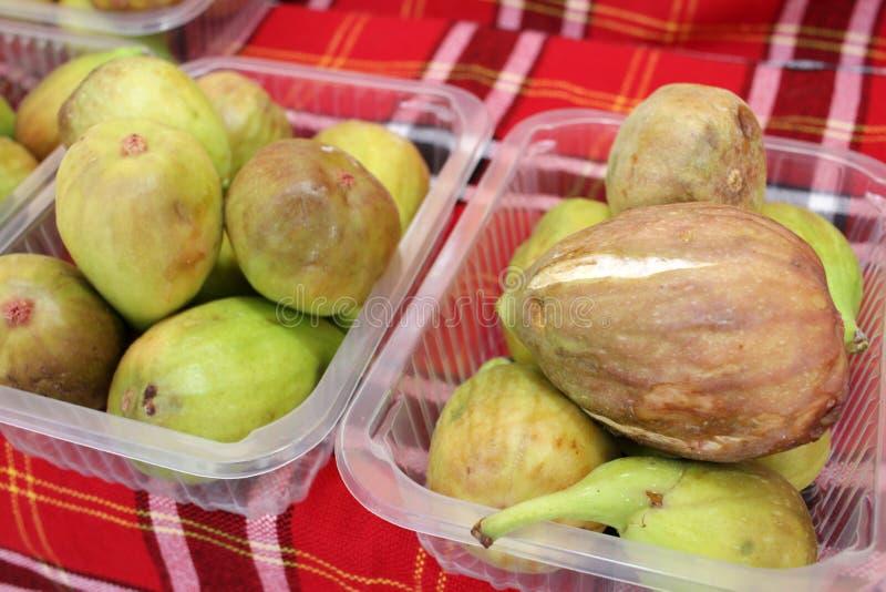 FIG. Зрелые смоквы Органические плоды стоковая фотография rf