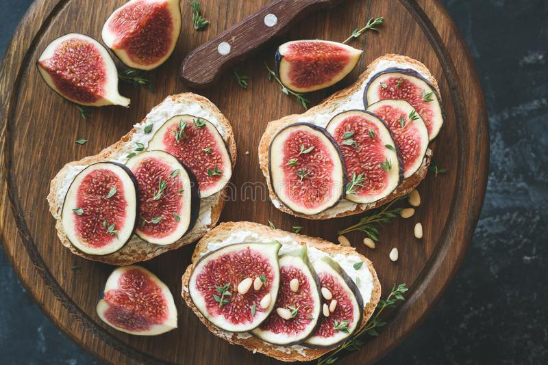 Fig and goat cheese toasts royalty free stock photos