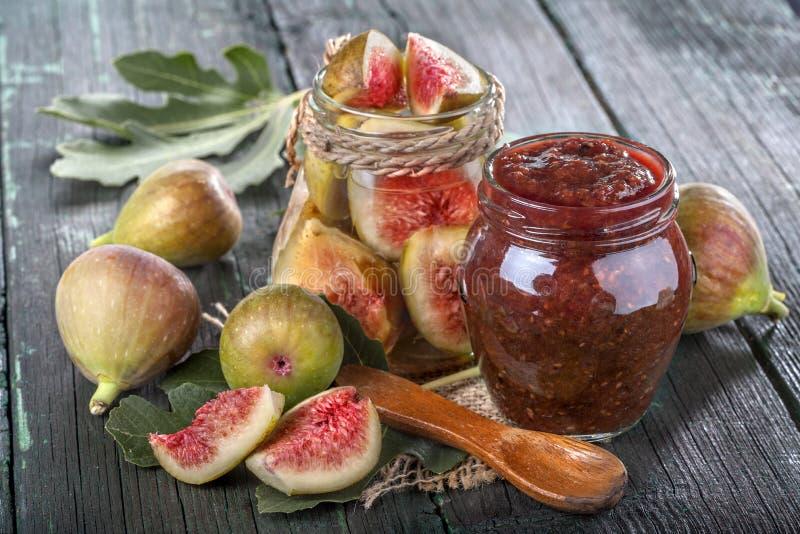 Fig.jam met verse fig. stock foto's
