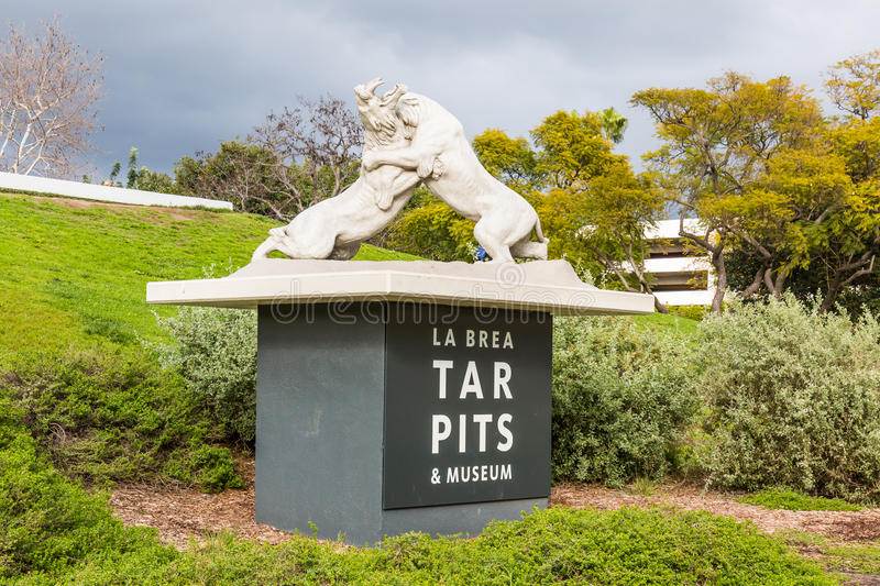 Fighting Saber Tooth Tigers at La Brea Tar Pits. LOS ANGELES, CALIFORNIA - FEBRUARY 19, 2017: Statue of fighting saber tooth tigers on entrance sign at the La royalty free stock photography