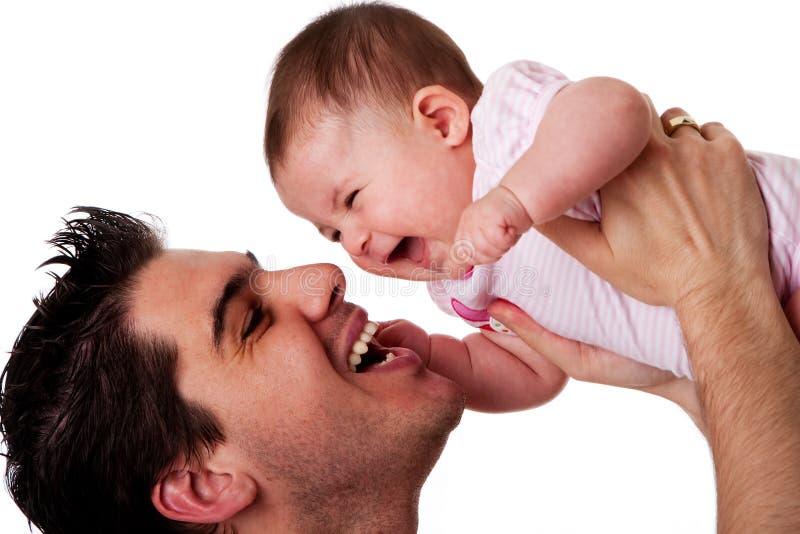Figlia di risata felice del bambino e del padre fotografia stock libera da diritti